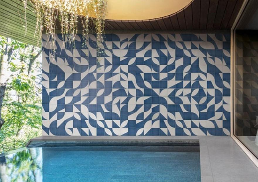 Una casa in stile Mediterraneo: pavimenti e rivestimenti in gres per un'atmosfera solare e accogliente
